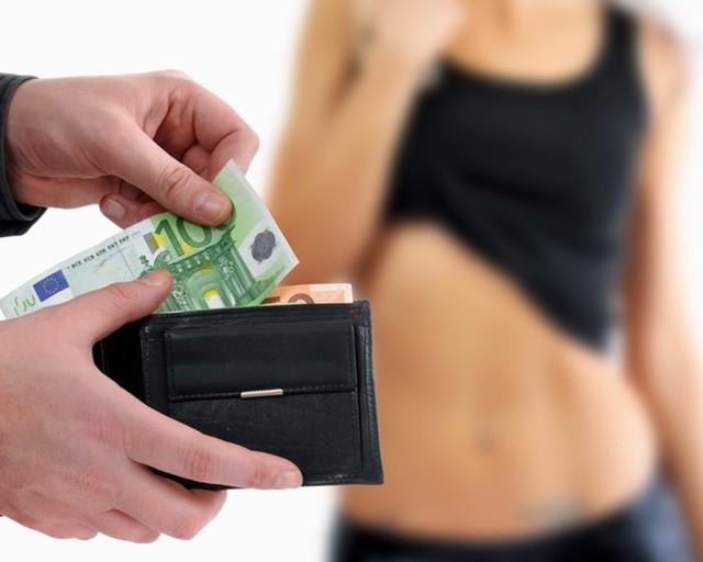 Организация занятия проституцией: статья 241 УК РФ в 2020 году, наказание
