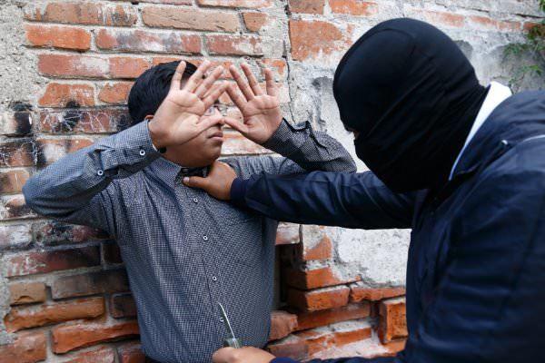 Статья 161 УК РФ. Грабеж: определение, уголовная ответственность